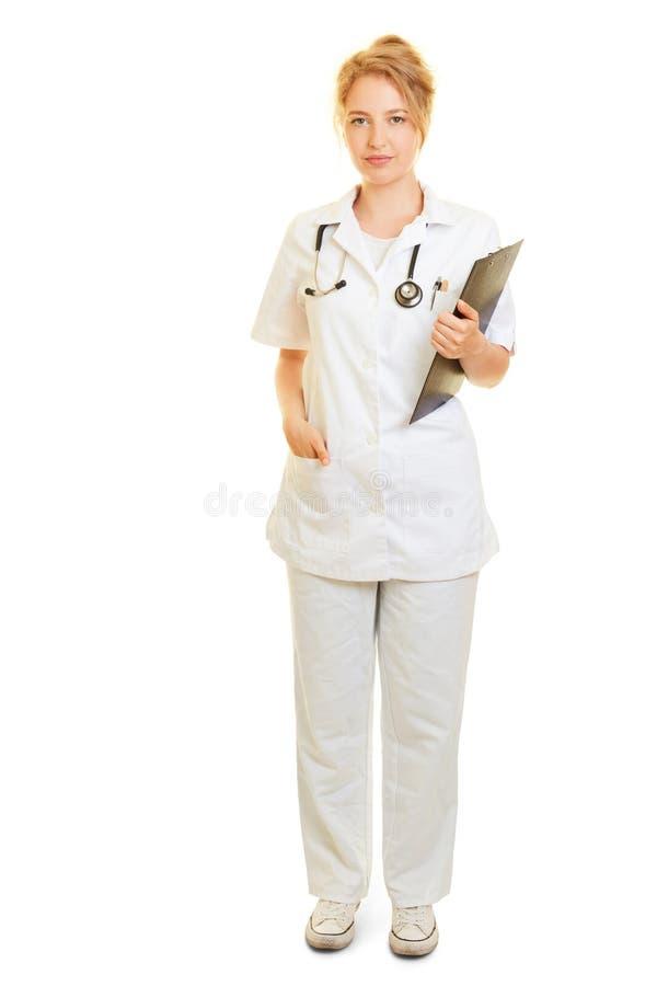 作为一位护士或医生的妇女有剪贴板的 库存照片