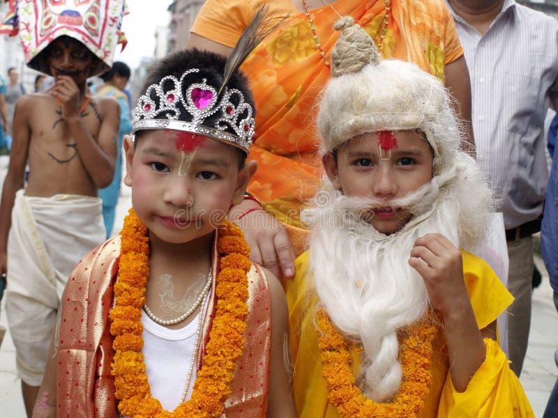 作为印度神打扮的孩子在盖氏Jatra (母牛节日) 库存照片