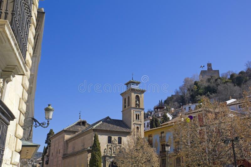 作为响铃建造的教会gil格拉纳达in1537尖塔清真寺的安妮老在reinassance使用的圣徒塔是哪些 西班牙 免版税库存图片