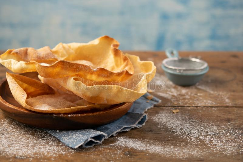 作为土气背景的传统意大利cantuccini曲奇饼 库存图片