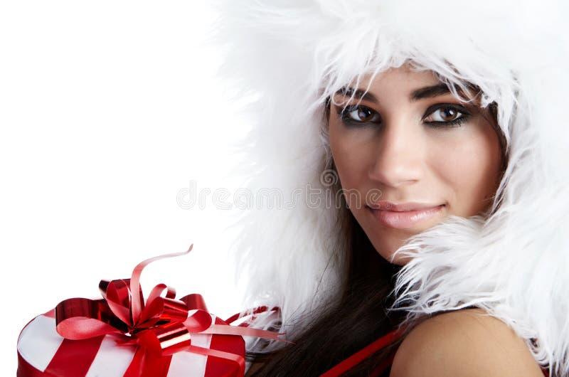 作为圣诞老人打扮的性感的新深色的妇女 免版税库存图片