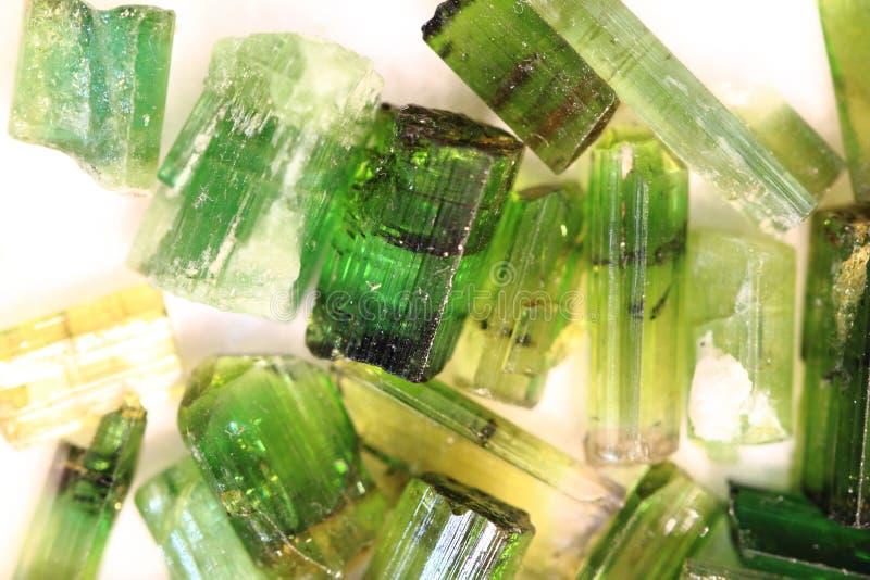 作为好的自然本底的绿色宝石矿物 库存照片