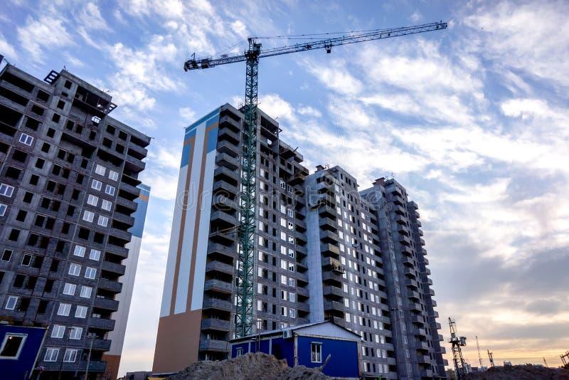 作为希望的标志的修造的多层的大厦改善生活 库存图片