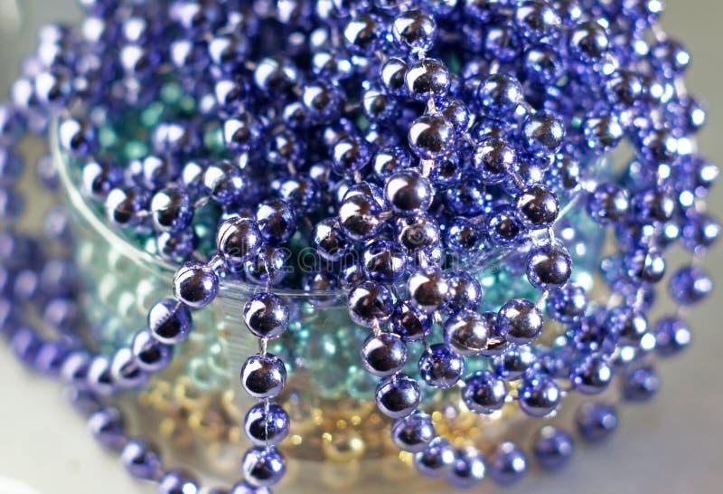 作为抽象背景的淡紫色玻璃珠 免版税库存图片