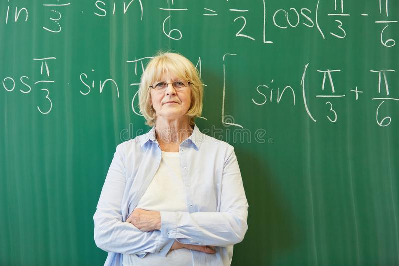 作为数学教师的资深大学lectuer 免版税库存图片