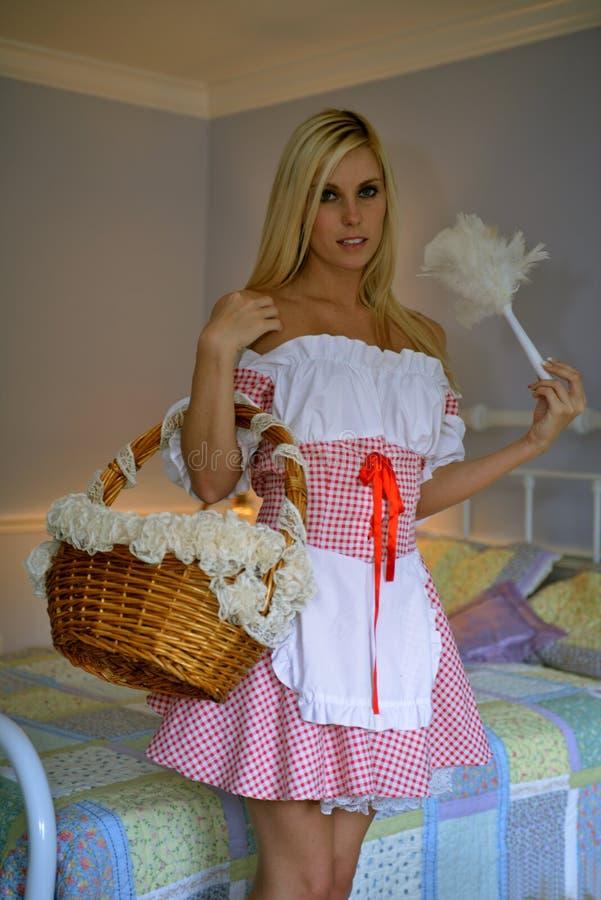 作为法国佣人的白肤金发的女孩 库存图片