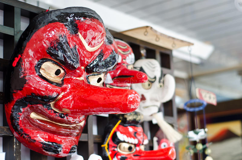 作为纪念品销售的日本传统剧院面具 库存图片