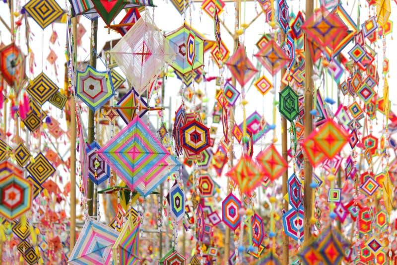 作为背景的五颜六色的桐树旗子,Isan加拉信泰国桐树旗子  图库摄影