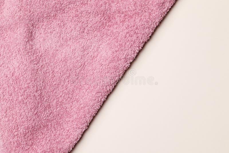 作为背景的软的特里桃红色毛巾 库存图片