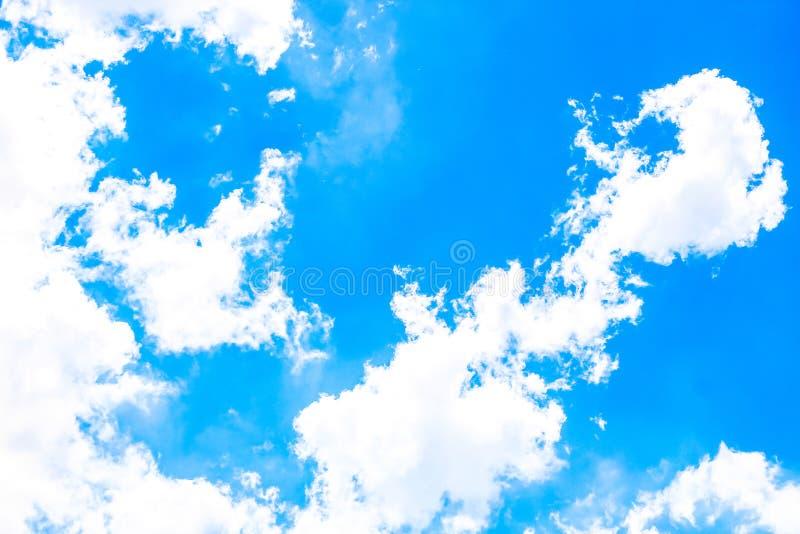 作为背景,天空云彩墙纸,阳光天,淡色天空墙纸的清楚的蓝天 库存图片