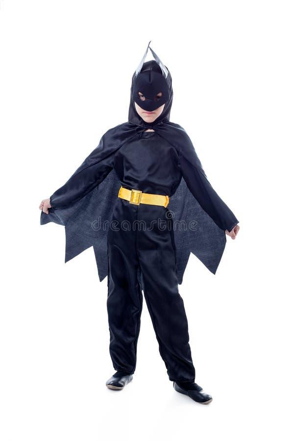 作为蝙蝠侠穿戴的逗人喜爱的男孩演播室射击 免版税库存图片