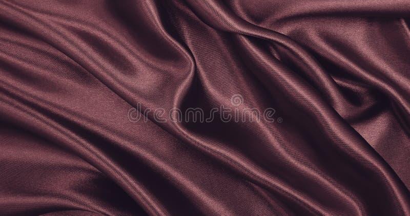 作为abstra的光滑的典雅的桃红色丝绸或缎豪华布料纹理 免版税库存照片