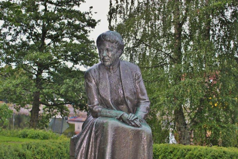 作家Selma Lagerlof,卡尔斯塔德,瑞典的雕象 免版税库存图片