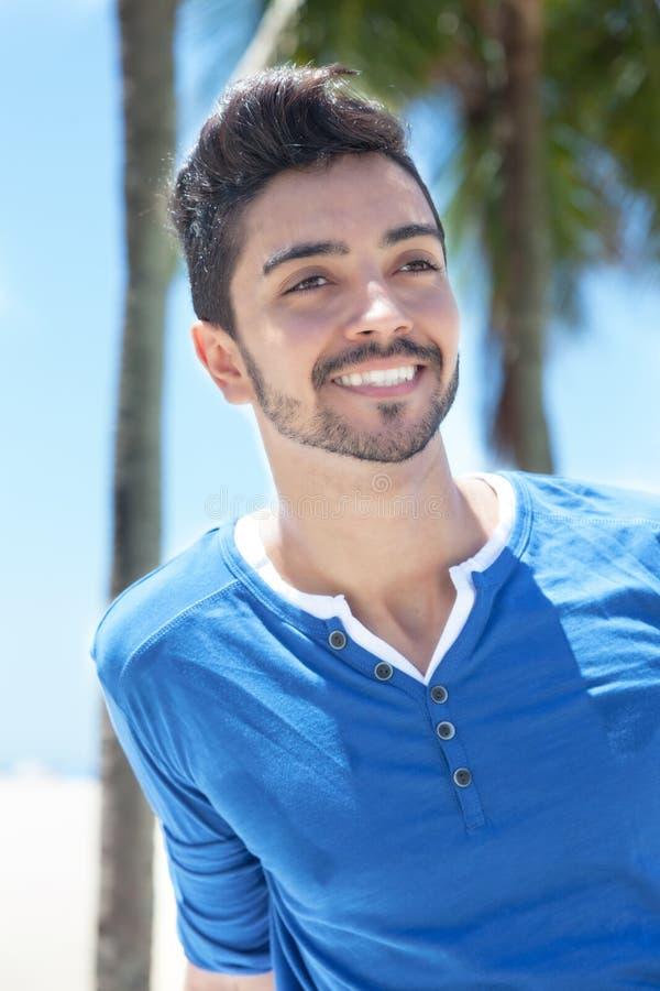 作有棕榈和蓝天的巴西人在背景中 库存图片