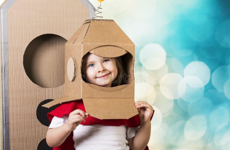 作梦关于空间的美丽的小女孩 免版税图库摄影