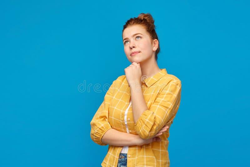 作梦红发的十几岁的女孩查寻和 免版税库存图片