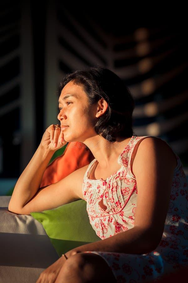 Download 作白日梦妇女的画象 库存图片. 图片 包括有 种族, 绝望, 想象, 重点, 凄惨, 表达式, 蓝色, 表面 - 59105193