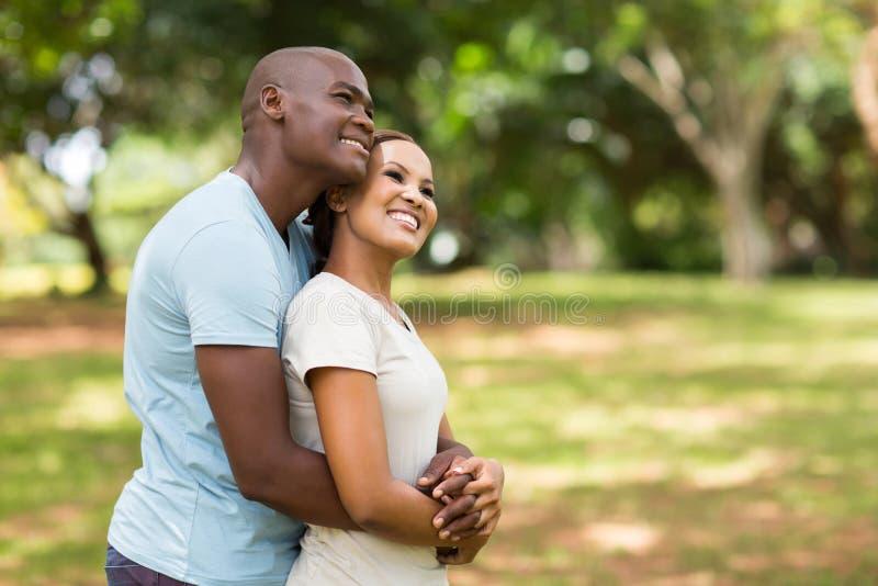 作白日梦非洲的夫妇 图库摄影