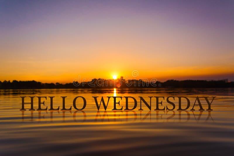 `你好星期三`用日落水,暮色时间 库存例证