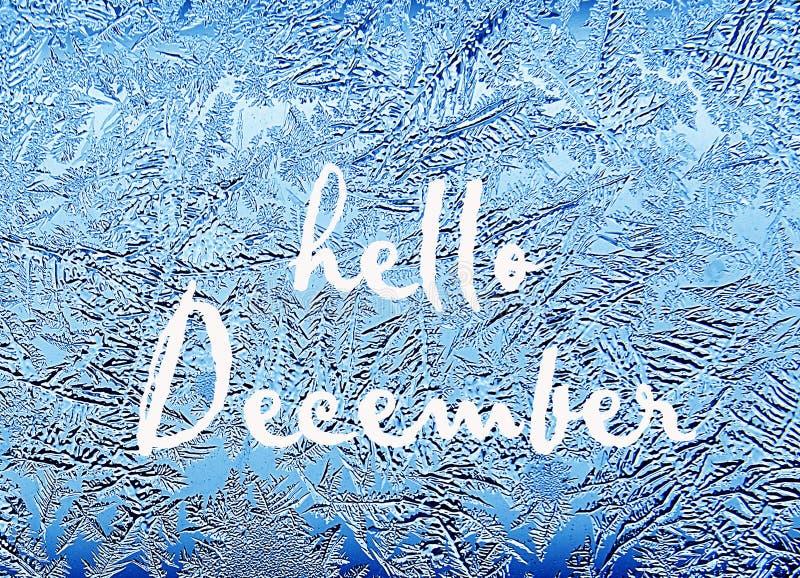你好12月 冷淡的自然模式视窗冬天 在玻璃的弗罗斯特样式 库存图片
