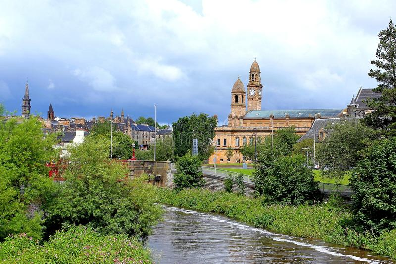 佩兹利有时钟和钟楼的城镇厅风景  库存图片