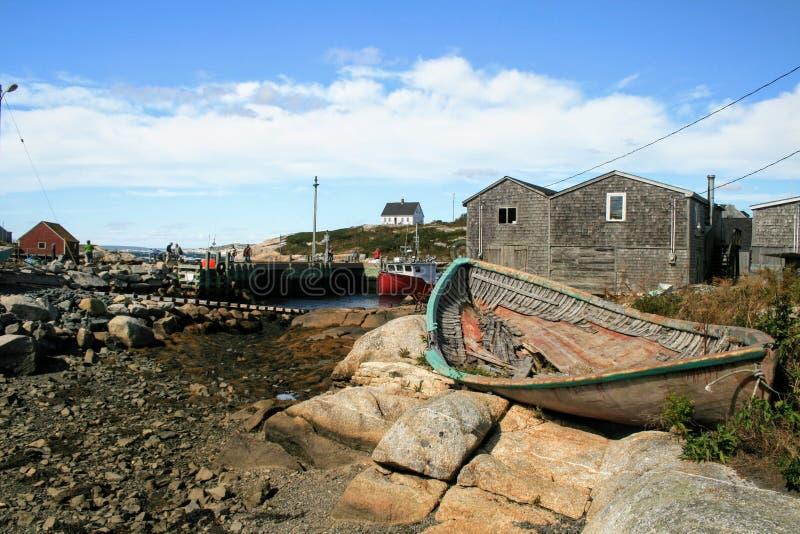 佩吉的小海湾新斯科舍年迈的小船 库存照片