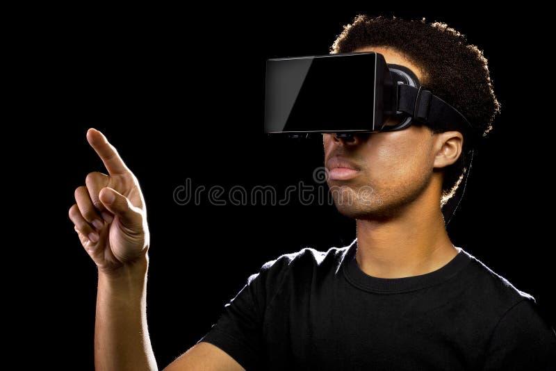 佩带一个虚拟现实耳机的人 库存图片