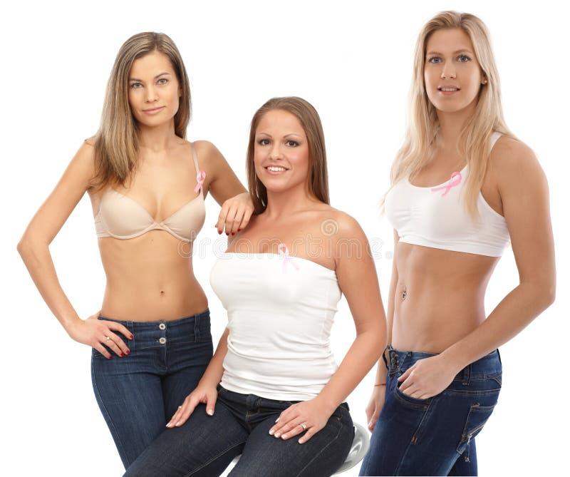 佩带乳腺癌Awereness丝带的妇女 免版税图库摄影