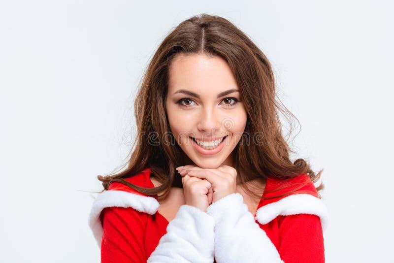 佩带圣诞老人的美丽的微笑的女孩画象穿衣 免版税库存照片