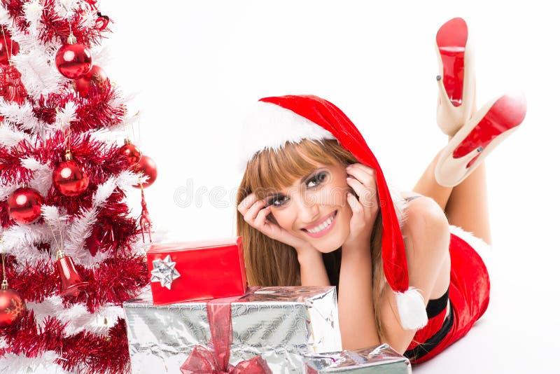 佩带圣诞老人的美丽的性感的女孩画象穿衣 免版税图库摄影