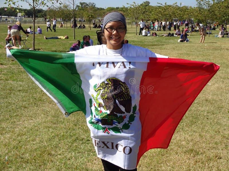 佩带墨西哥国旗 免版税库存图片
