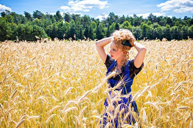 佩带德国tracht的农村女孩 图库摄影