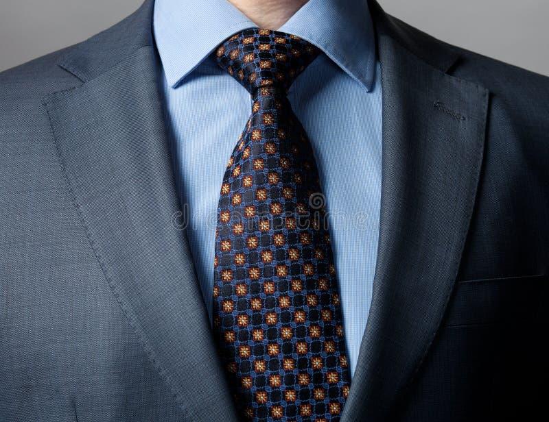佩带正式衣服和领带的典雅的商人 库存图片