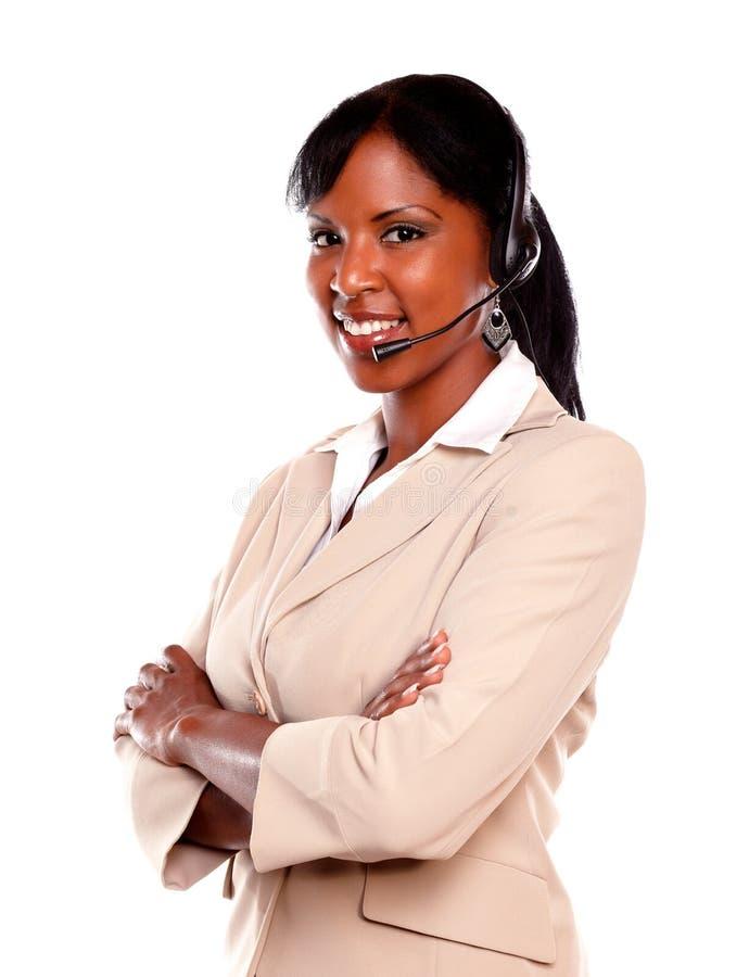 佩带耳机的微笑的少妇 免版税库存图片