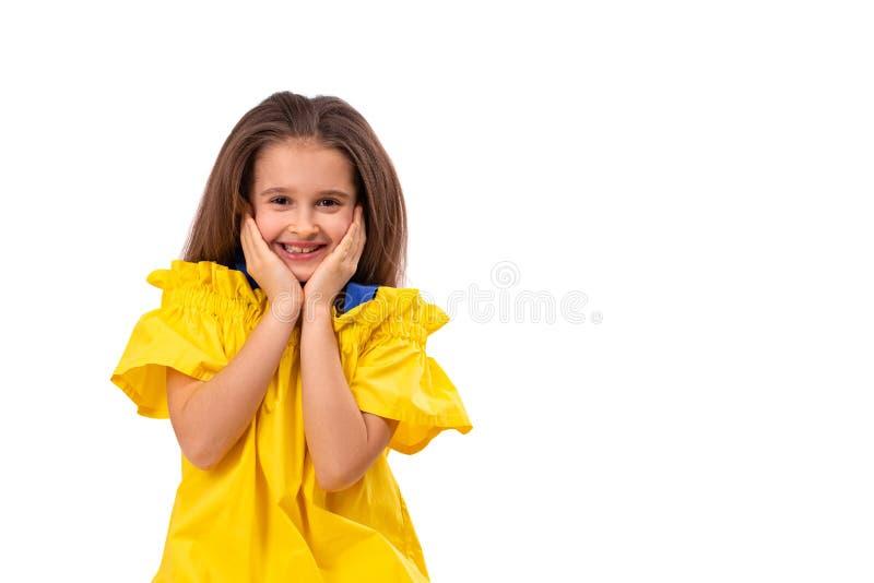 佩带黄色sundress的女孩的画象,隔绝了 r 库存图片