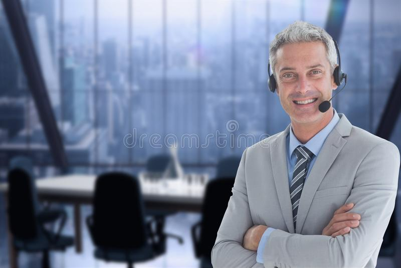 佩带头的模型被设置反对办公室背景 图库摄影