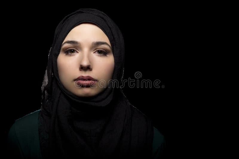 佩带黑Hijab的女性 免版税库存照片