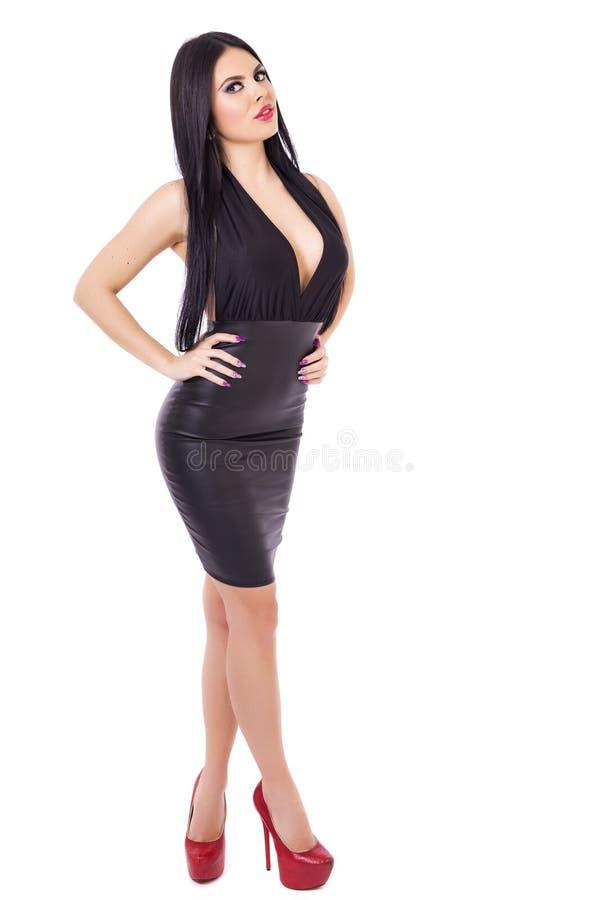 佩带blac的性感的年轻深色的妇女全长画象  免版税库存照片
