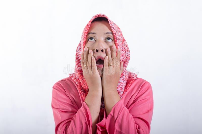 佩带hijab的亚裔回教女实业家 库存照片