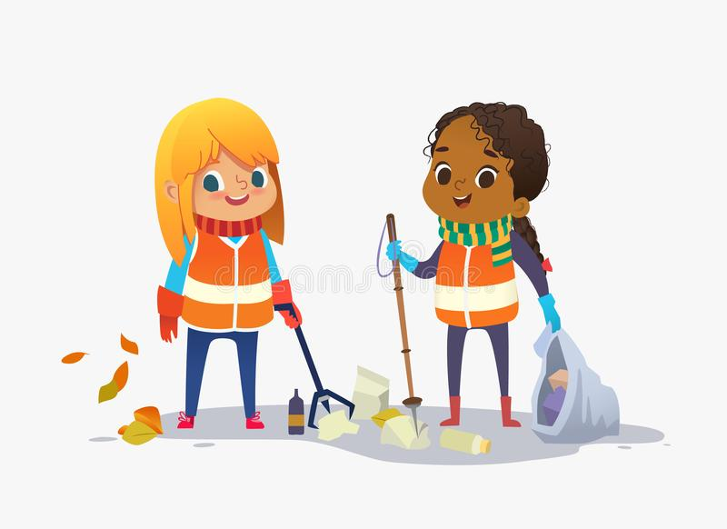 佩带unoform的两个女孩在公园收集回收的垃圾 会集塑料瓶和垃圾为的孩子 皇族释放例证