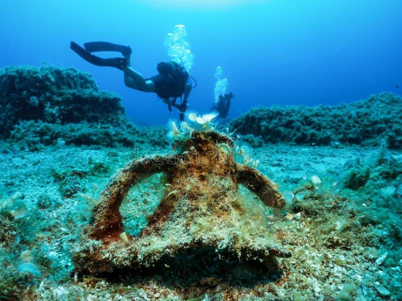 佩戴水肺的潜水在希腊 免版税库存图片