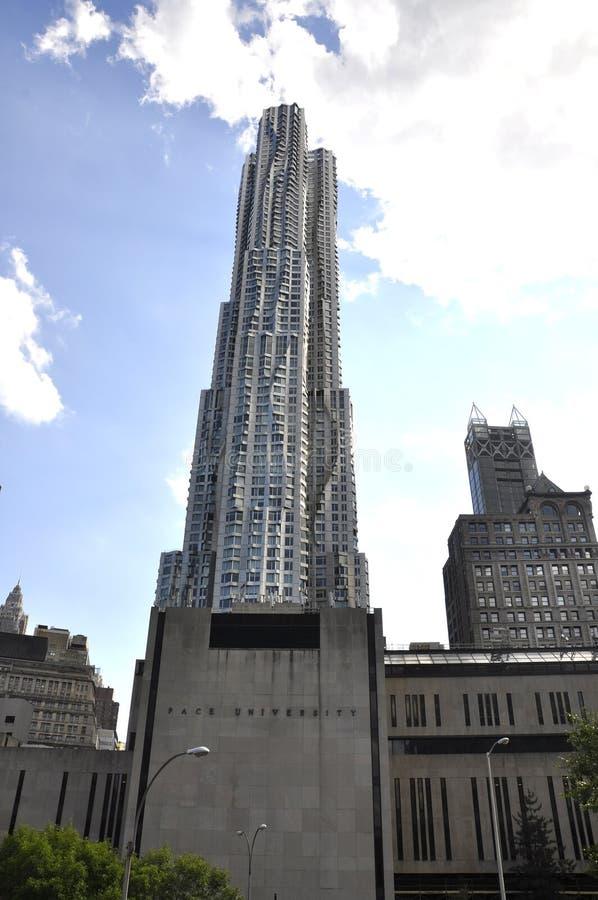 佩斯大学和东部曼哈顿Gehry Residentials摩天大楼从纽约的在美国 免版税库存照片