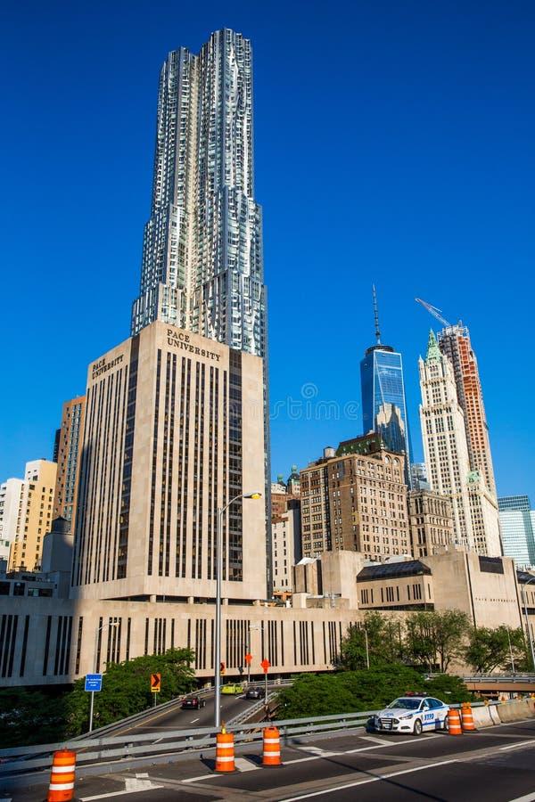 佩斯大学和Gehry大厦在纽约 免版税库存照片