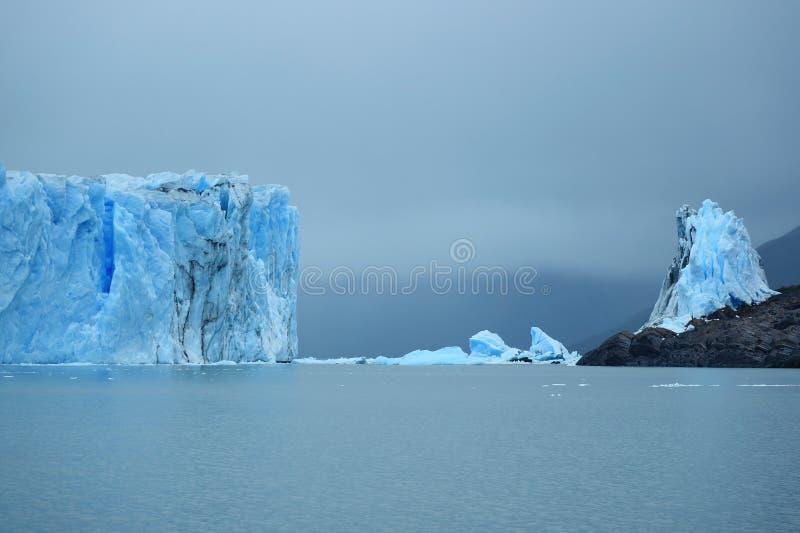 佩里托莫雷诺冰川巨型冰川墙壁在湖阿根蒂诺,Los Glaciares国立公园,巴塔哥尼亚,阿根廷,南美洲 库存照片