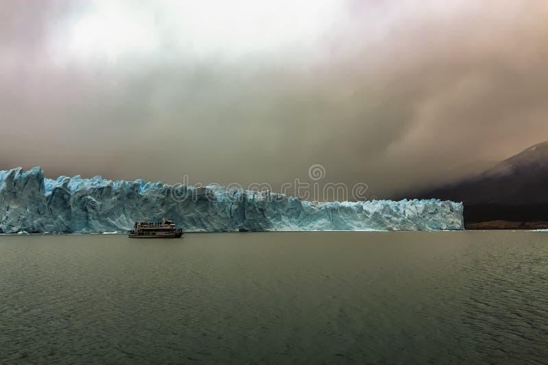 佩里托莫雷诺冰川是在阿根廷巴塔哥尼亚的重要旅游景点 库存图片