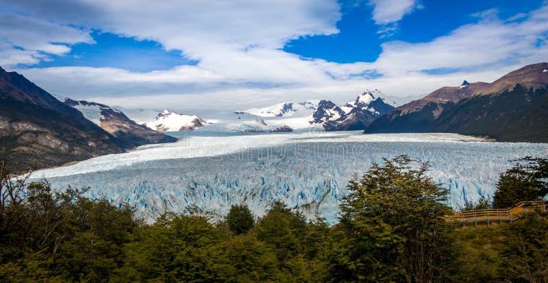 佩里托莫雷诺冰川高看法在巴塔哥尼亚-埃尔卡拉法特,阿根廷的 免版税库存图片