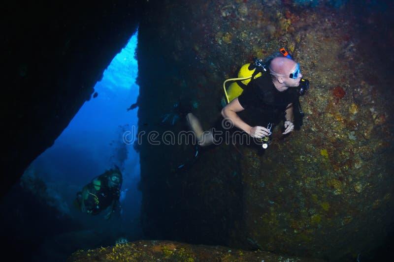 佩戴水肺的潜水在泰国 免版税库存图片