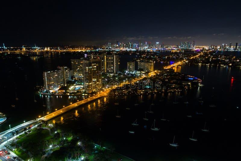 佳丽小岛海岛迈阿密海滩空中夜照片  免版税图库摄影