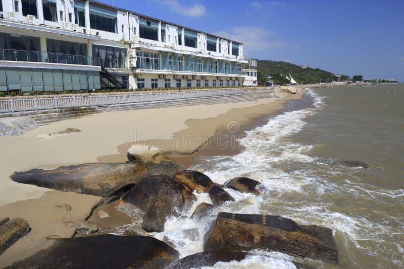 佳里海鲜餐馆在海边 免版税图库摄影