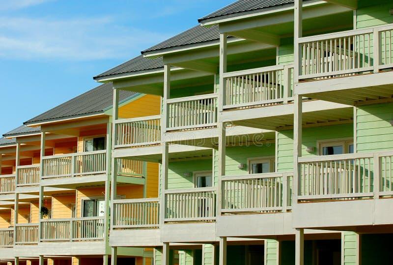 使公寓房手段靠岸 免版税库存照片